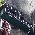 Niedziałający klasyczny neon piekarnio-cukierni ROGALIK, Gdynia ul. Wielkopolska 32. Początek lat 80 XX wieku. #neon #neony #StareNeony #RuryWyładowcze #reklamy