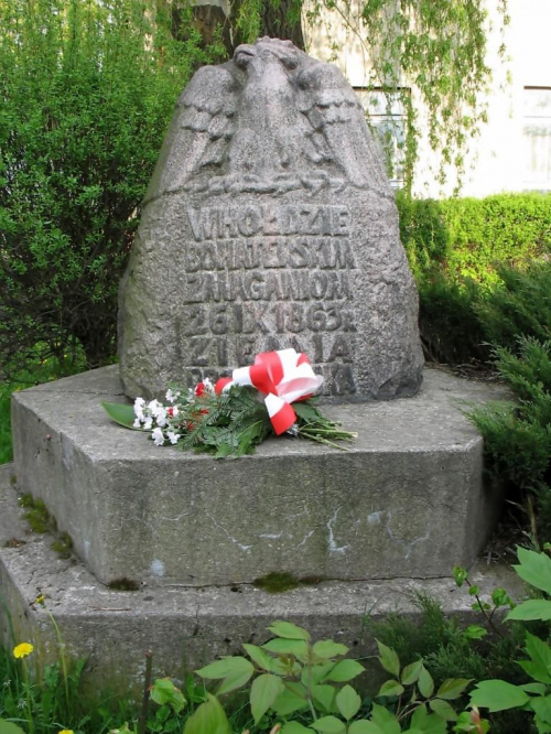 Gałków Duży gm. Koluszki POMNIK BOHATERSKIM ZMAGANIOM 26.09.1863 roku #GałkówDuży #Koluszki #Pomnik #BohaterskimZmaganiom #WJoński #Joński #PowstanieStyczniowe #zdjęcie #foto #orzeł