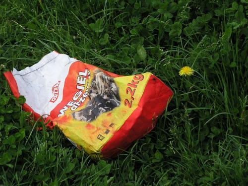 W przyrodzie nic nie ginie #węgiel #przyroda #trawa #śmieci