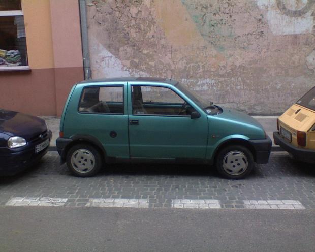 Wierzcie lub nie, ale tak zaparkowałem, bez wjeżdżania na kraweżnik :-))) CC to bardzo zwrotne autko :-)) #fiat #zwrotnośc #tomaszów