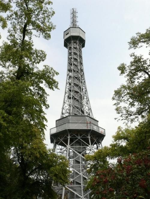 Wzgórze Petrin - wieża widokowa będąca kopią Wieży Eiffla #Praga